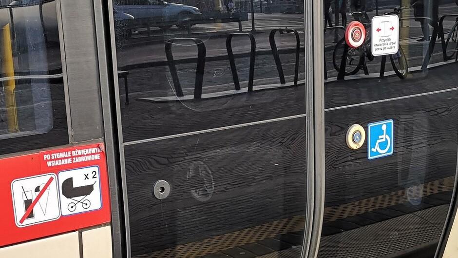 tramwaj drzwi