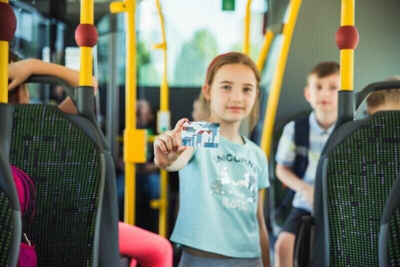 Przedłuż dziecku pakiet na bezpłatne przejazdy autobusami i tramwajami